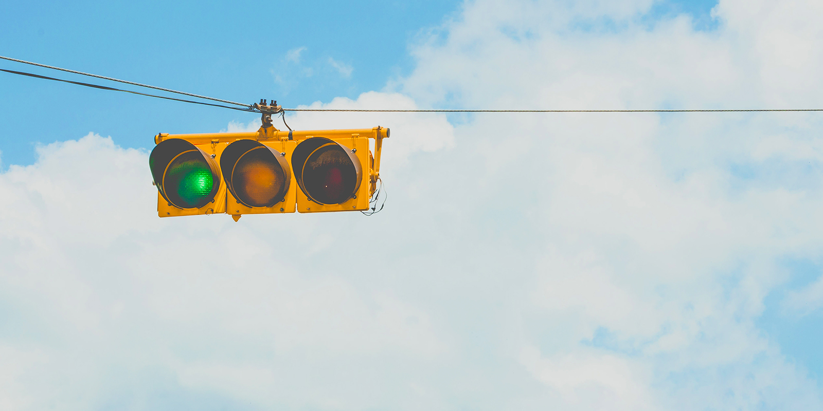 なぜ?日本で信号機の『緑』を『青』と言う理由