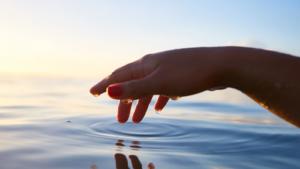 「手浴」がもたらす驚きの効果・効能とは?~足湯じゃないよ、手浴だよ~